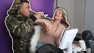 ANNOYING MY GIRLFRIEND WHILE SHE DOES HER MAKEUP *REVENGE PRANK*