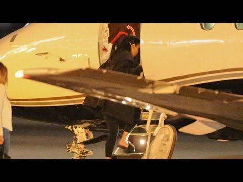Kim Kardashian Boards A Private Jet To Vegas
