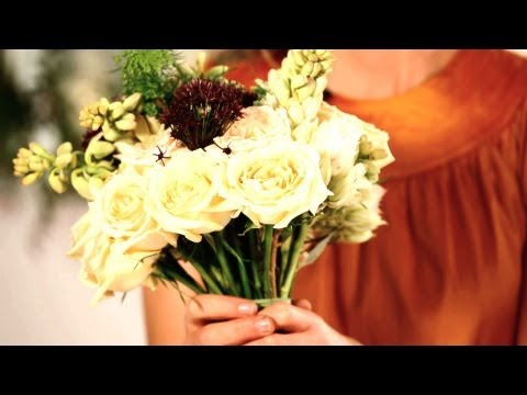 How to Tape & Trim a Bridal Bouquet | Wedding Flowers
