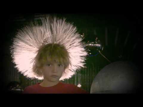 hair-raising static electricity Van-de-Graaff (explained)
