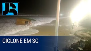 Ciclone atinge litoral de Santa Catarina