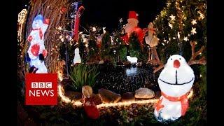 Christmas: Shoddy santas, grotty grottos and terrifying toys - BBC News