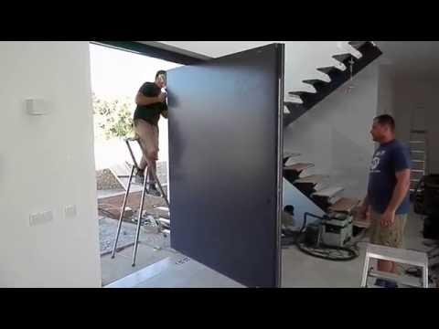 WOODMAN: Entry pivot door by 2000 X 2500 X 92 mm./Входная поворотная дверь