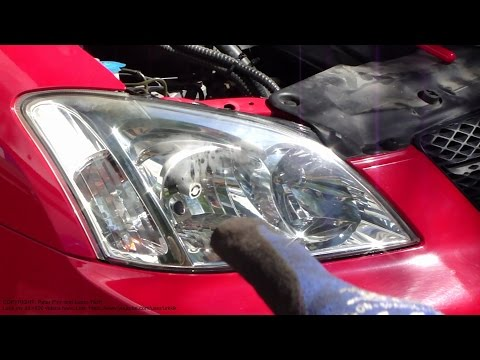 How to replace headlamp bulb RIGHT side Toyota Corolla. Years 2001 to 2007.