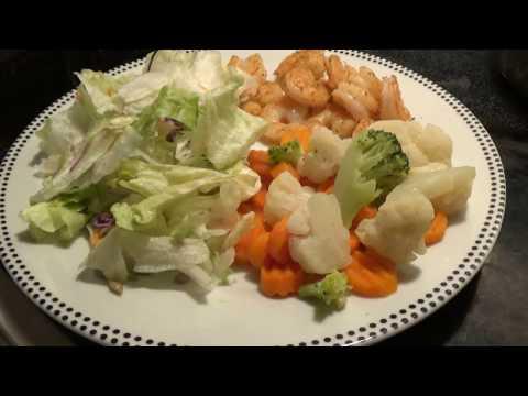 Steamed shrimp and veggies
