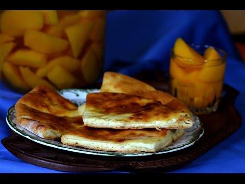 ხაჭაპური - Traditional Georgian cheese-filled bread - Khachapuri