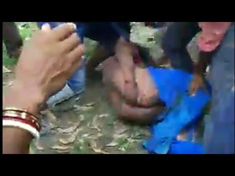 Xxx Mp4 भीड़ ने पति पत्नी को नंगा कर चोरी के आरोप में जमकर की पिटाई लोग तमाशबीन बने रहे 3gp Sex
