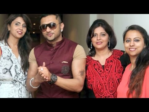Cleopatra Spa & Salon wins an award at Ravishing Wedding Awards 2013 | Yo Yo Honey Singh & others