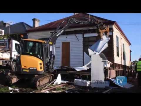 Volvo ECR50D House demolition
