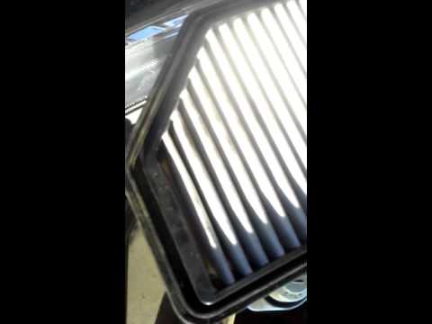 Replacing an air filter in a 2012 Kia soul