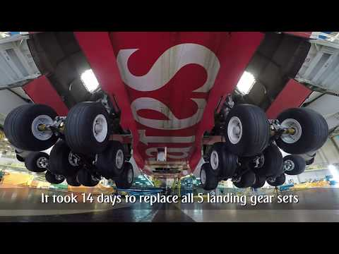 How to change the landing gear of an Airbus A380 | Emirates Airline