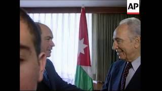 Peres comments on Syria pullout plan