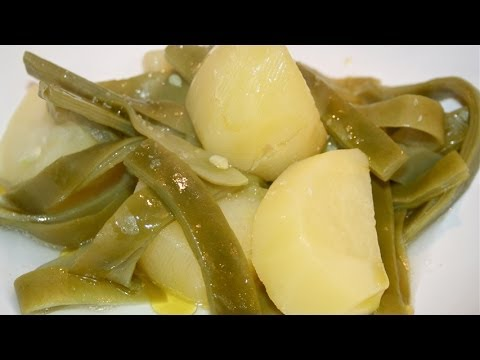Boiled potatoes with green beans