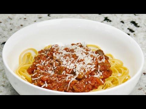 World's Best Meaty Spaghetti Sauce – Slow Cooker Recipe