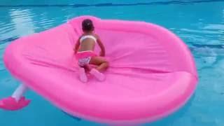 Yeni Havuzumuz hello kitty ile büyük havuzda oynadık . Eğlenceli çocuk videosu