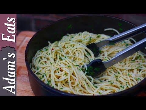 Spaghetti aglio e olio | Spaghetti with garlic and olive oil
