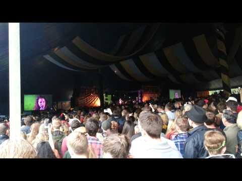 Lana Del Ray - Video Games (LIVE Latitude Festival 2012)