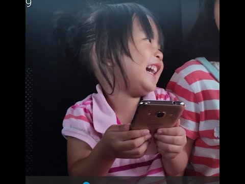 Contagious laugh viral video : baby girl can't stop laughing.