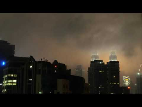 Beautifull Petronas Twin Tower & KL Tower after the storm [ TIMELAPSE ]