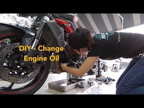 How to change Triumph Street Triple 675r Engine Oil - Tiny Jen