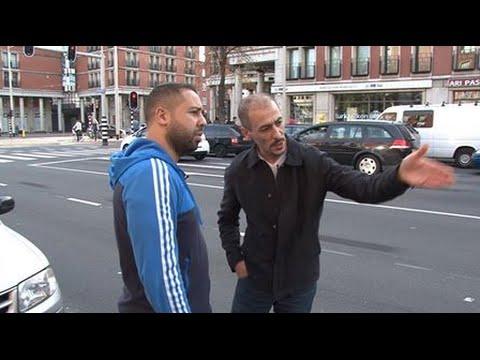 Blauw en Bont: Salaheddine onderzoekt Politiegeweld!