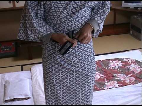 How to put on a yukata.