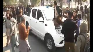 PUNJAB UNIVERSITY STUDENTS FIGHT-PROTEST|STUDENTS ATTACK ON POLICE