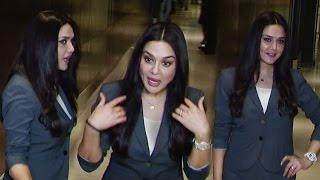 Preity Zinta Funny Moment With Media