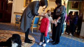 Raw Video: The First Lady Surprises Tour Visitors