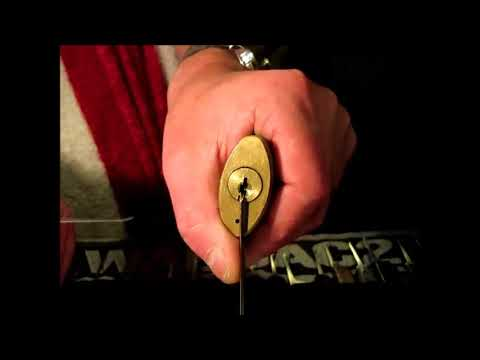 Single Pin Picking An Old Pacific Gass & Electric Padlock By Wilson Bohannan