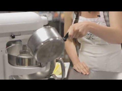 How to Make Lemon Frosting | Cupcake Decorating