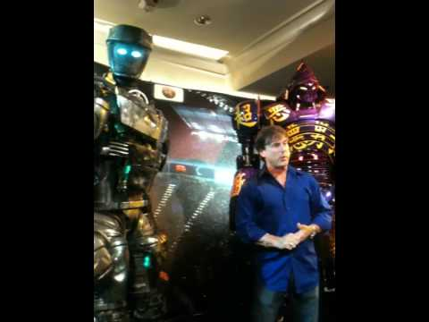 John Rosengrant talks about Noisy Boy and Atom, the boxing robots from the film, REAL STEEL