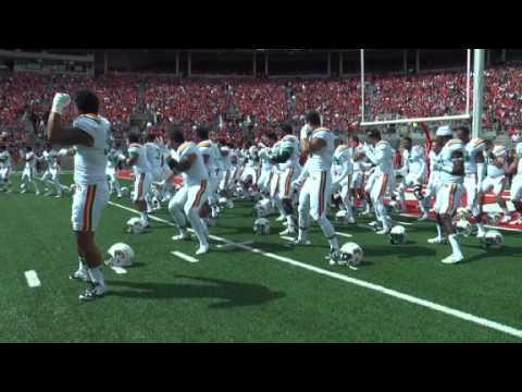 Hawaii's haka war chant in Ohio Stadium