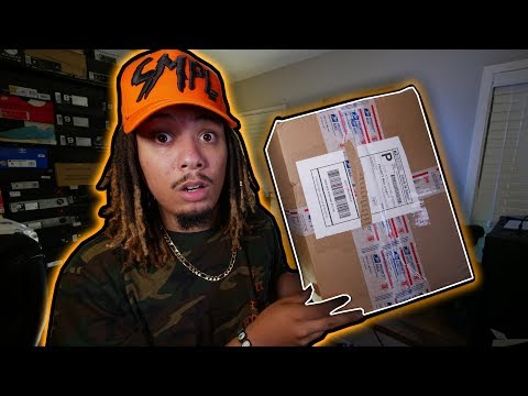 UNBOXING MY FIRST EVER CUSTOM SNEAKER !!!! DONE BY A YOUTUBER !!!