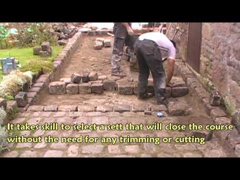 Laying gritstone setts
