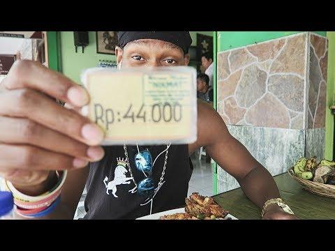 Having lunch in Bali