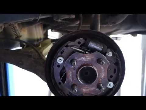 How to replace rear brake drum Toyota Yaris. Years 1998 to 2006