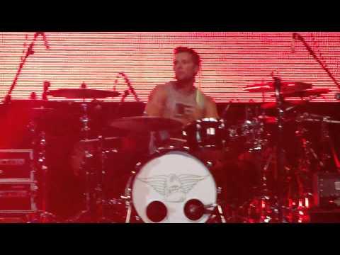 McFly Sings One Direction, Bon Jovi, Gotye, Rihanna (Brazil-São Paulo) Z festival