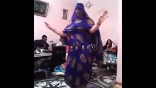 #x202b;رقص منزلي خطير#x202c;lrm;