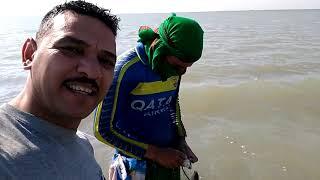 صيد الأسماك شاهد وستمتع كمل المقطع للأخير