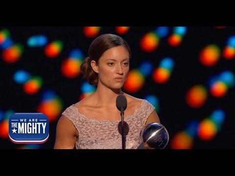 Wounded warrior Elizabeth Marks receives the 2016 Pat Tillman Award