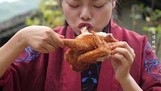 【隔壁林妹妹】姑娘真豪爽,脆皮雞一人吃一隻,大口啃肉大口喝酒,看得真過癮