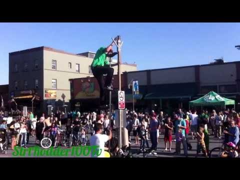 Juggling Man Riding Worlds LARGEST Unicycle
