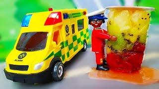 Download Мультики про машинки. Петрович спасает Лего город - Делаем фруктовое мороженое. Видео с игрушками Video