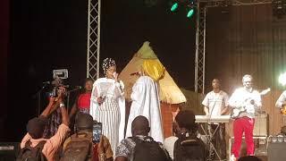 Manamba Kante pleure quand sa mère chante