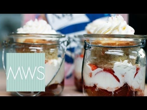 Hen Party Cupcake In A Jar: Here Come The Girls S01E4/8