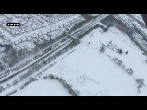 UK police rescue hundreds of stranded motorists