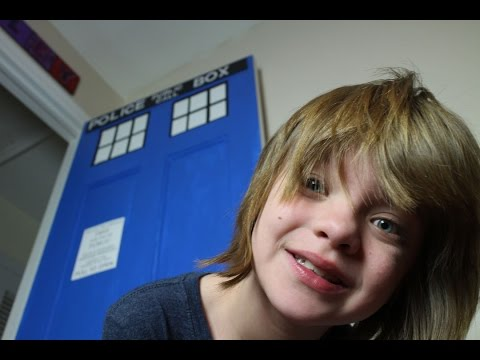 How to Make a DIY Tardis Door Tutorial - Day 489 | ActOutGames