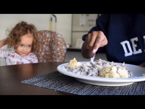 |VEGAN| Cast Iron Skillet Biscuits & Gravy