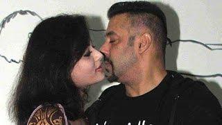Salman Khan Accidentally Kiss Sneha Ullal In Public